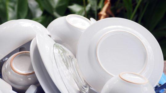 Cómo lavar los platos a mano de forma correcta